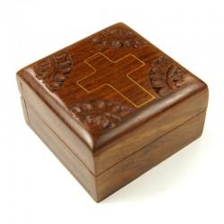 Coffret en bois sculpté avec croix dorée