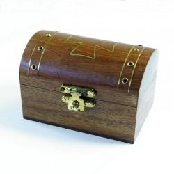 Coffret en bois sculpté avec croix dorée couvercle arrondi
