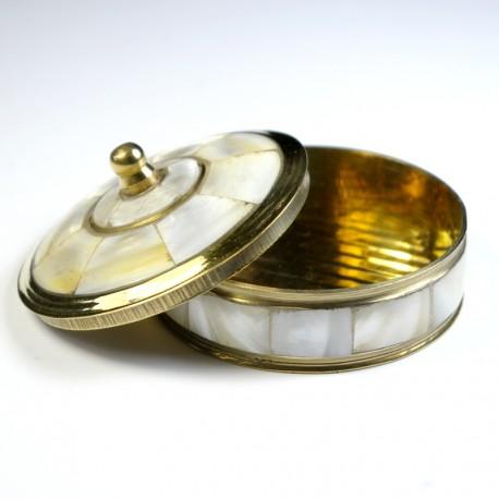 Boite en métal doré et nacre