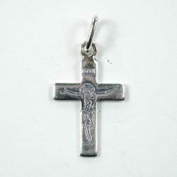 Croix en argent gravé avec le Christ en croix