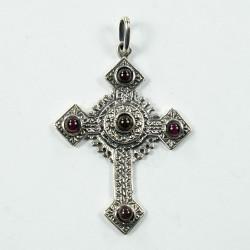 Croix en argent gravée avec pierres de synthèse