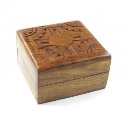 Coffret en bois sculpté taille moyenne